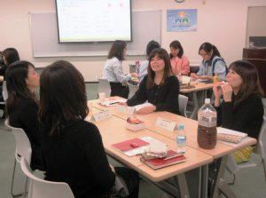 若手女性社員のための社内座談会の様子
